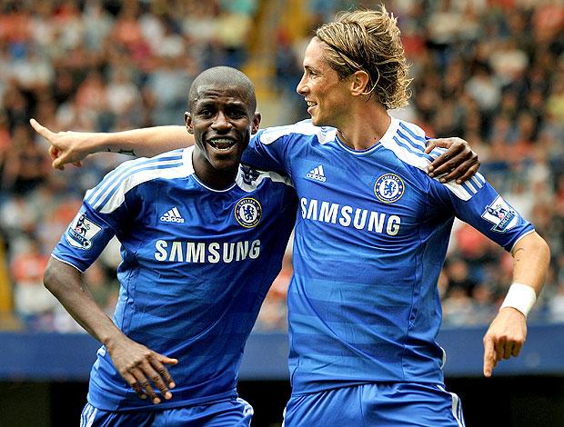 Ramires e Fernando Torres comemoram gol do Chelsea (Foto: AFP)