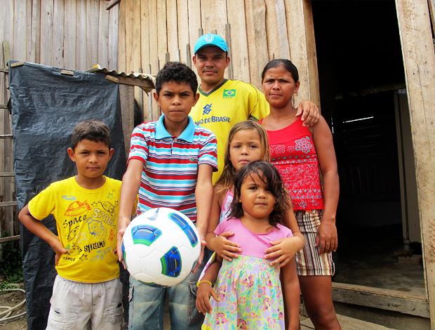 família bola neymar  (Foto: Gustavo Rotstein/Globoesporte.com)