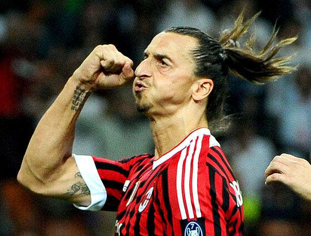 Ibrahimovic comemora gol do Milan contra o Viktoria Plzen (Foto: AFP)