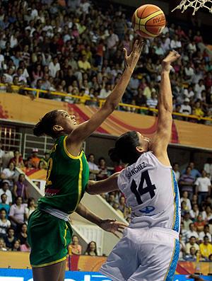 damaris Brasil x argentina Copa América basquete (Foto: Reuters)