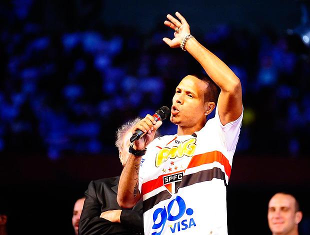 Luis Fabiano apresentação São Paulo (Foto: Marcos Ribolli / Globoesporte.com)