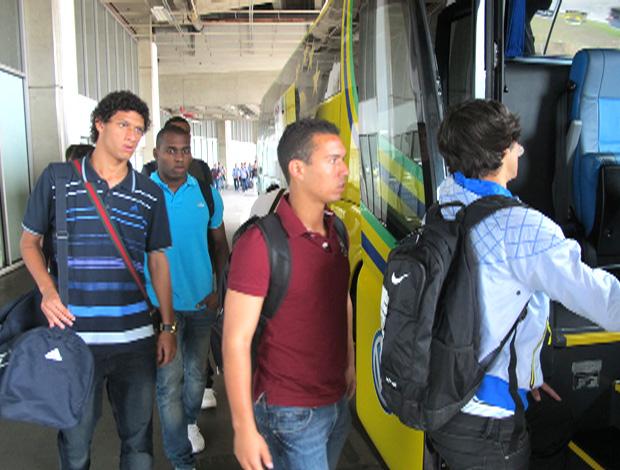 embarque seleção brasileira sub-20 (Foto: Gustavo Rotstein / Globoesporte.com)