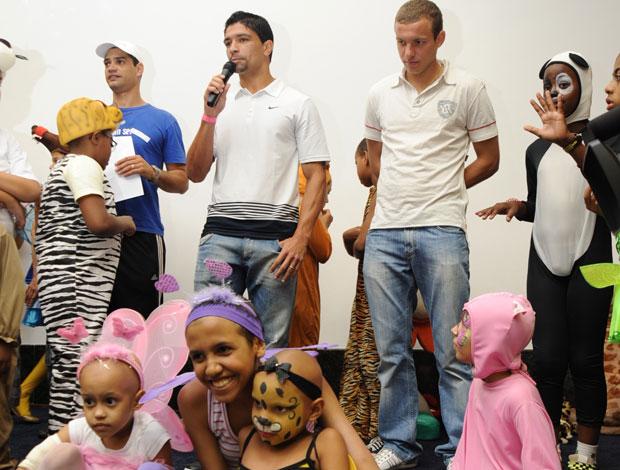 Jogadores visitam Inca - Instituto Nacional de Câncer (Foto: Divulgação)
