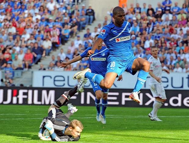 Babel em ação pelo Hoffenheim (Foto: EFE)