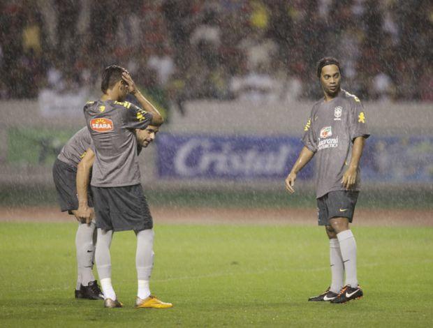 Neymar e Ronaldinho no treino da Seleção na Costa Rica (Foto: Mowa Press)