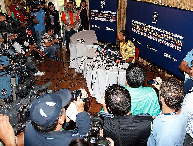 ronaldinho gaúcho seleção brasileira coletiva (Foto: Rafael Ribeiro / CBF)