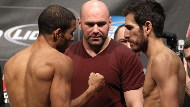 José Aldo encara Kenny Florian na pesagem do UFC 136 (Foto: Divulgação)
