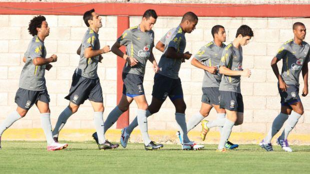 Seleção treina em campo no México (Foto: Mowa Press)