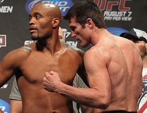 ufc Anderson Silva com o Chael Sonnen (Foto: Divulgação / UFC)