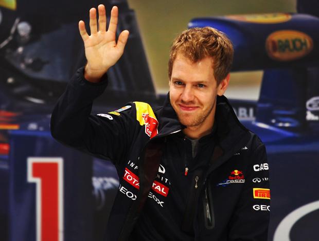 Sebastian Vettel visita a fábrica da Nissan em Yokohama, no Japão (Foto: Getty Images)