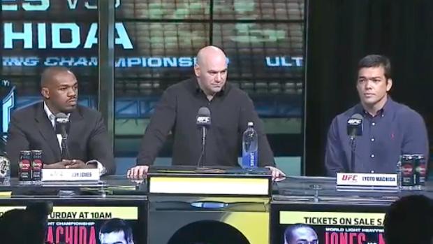 Coletiva do UFC 140 com Lyoto e Jon Jones (Foto: Reprodução SporTV)