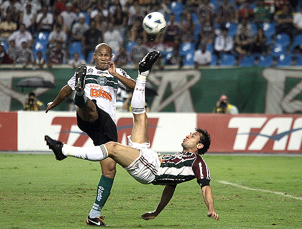 fred bicicleta fluminense x coritiba (Foto: Jorge William/Globo)