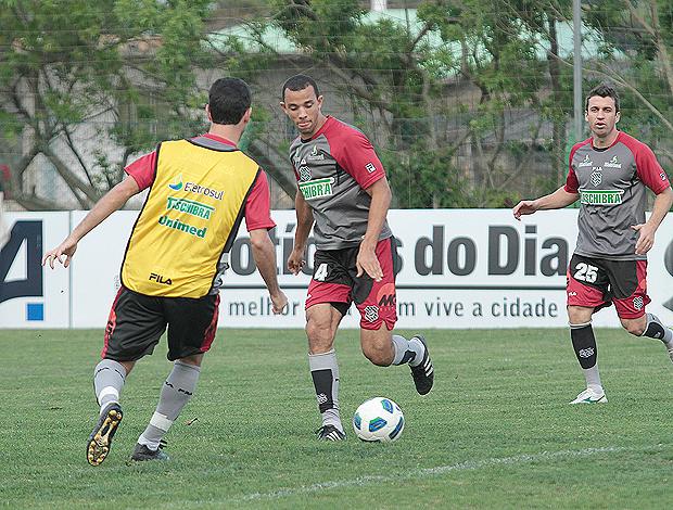 Roger Carvalho e Elias Figueirense (Foto: Carlos Amorim/Divulgação)