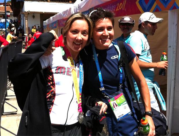 ciclismo Brasileira Érika Gramiscelli ao lao da mexicana Laura Morfín (Foto: reprodução Twitter)