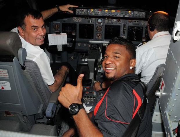 """Flamengo volta ao Rio com Felipe como """"navegador"""" do avião (Foto: Divulgação/FlaImagem)"""