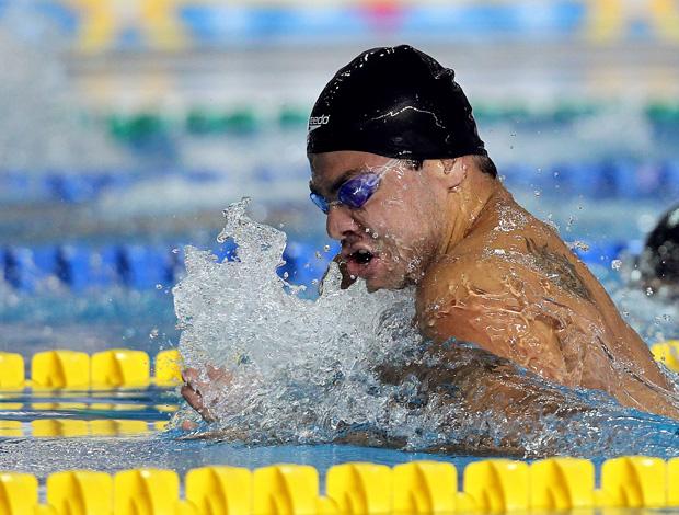 Felipe França passa em primeiro nos 100m peito