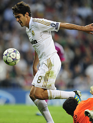 kaka real madrid x lyon (Foto: AFP)