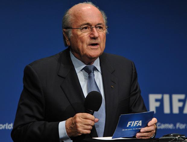 Joseph Blatter no anuncio das sedes copa mundo e confederações na FIFA (Foto: Getty Images)
