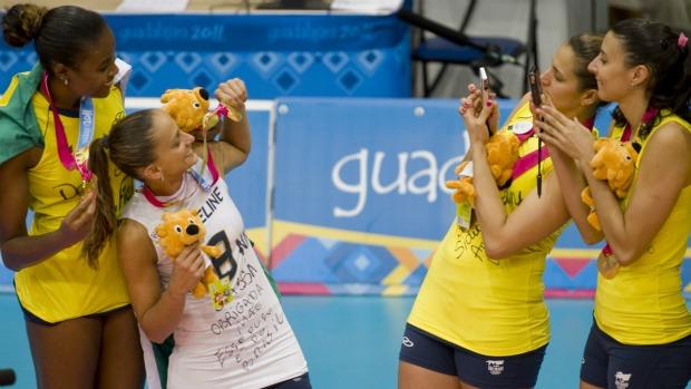 Pan vôlei Brasil x Cuba  (Foto: AFP)