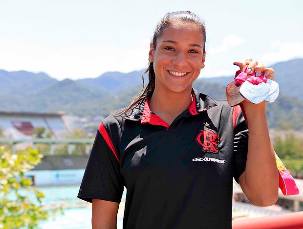 Joanna Maranhão com as medalhas Flamengo (Foto: Fla Imagem)