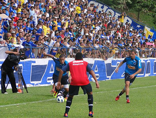 Treino coletivo do Cruzeiro na Toca (Foto: Fernando Martins / Globoesporte.com)