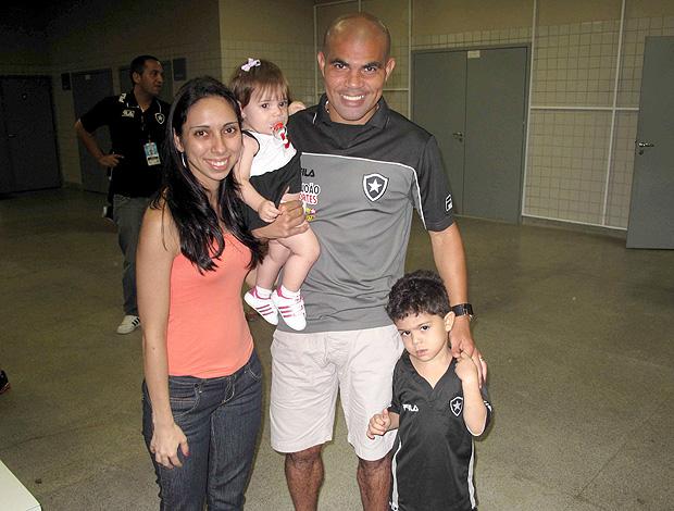 Alessandro com a família (Foto: Fábio Leme / Globoesporte.com)