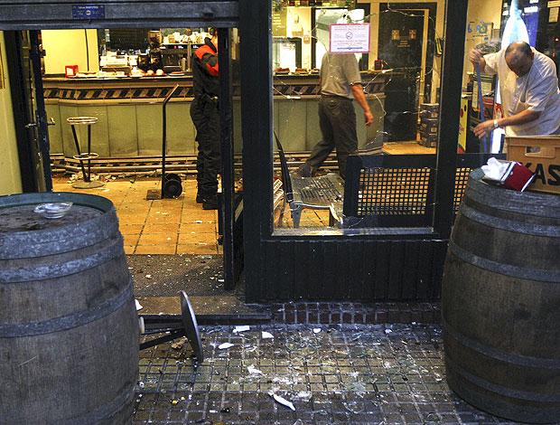 bar quebrado após tumulto entre torcedores de Real Sociedad e Real Madrid (Foto: EFE)