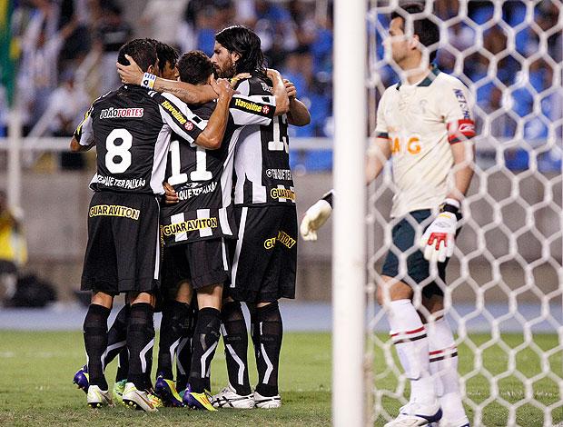 Loco Abreu comemora gol do Botafogo contra o Cruzeiro (Foto: Fábio Castro / Divulgação Agif)