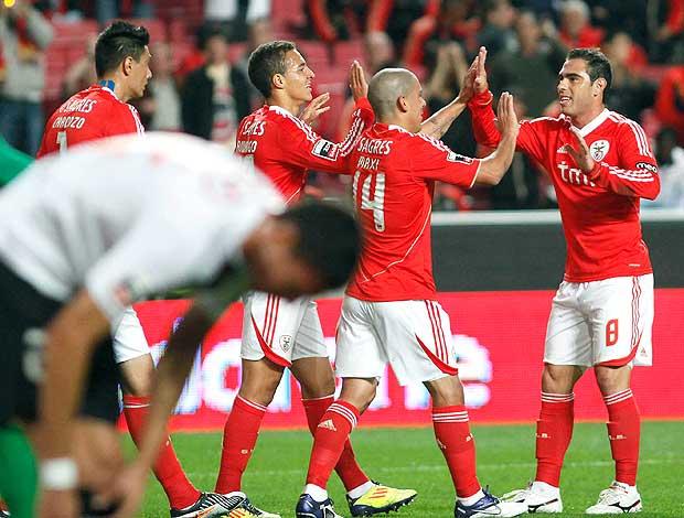 Rodrigo Moreno e Bruno Cesar comemora gol do Benfica (Foto: Reuters)