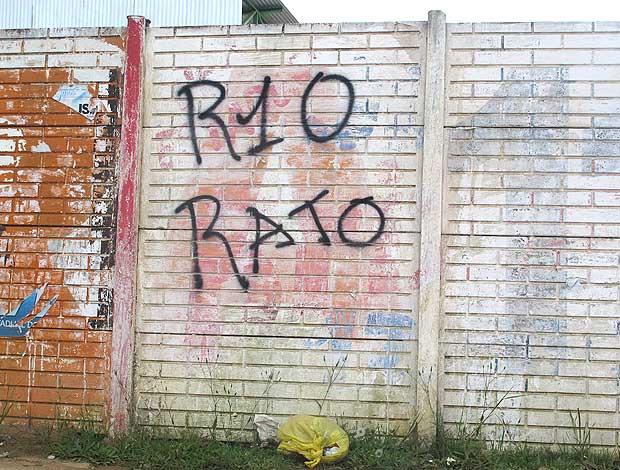 Ronaldinho é chamado de rato em muro da <br /> capital gaúcha