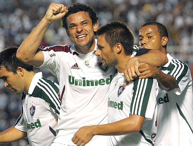 Rafael Sobis e Fred comemoram gol do Fluminense (Foto: Agência Photocâmera)