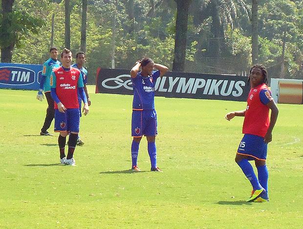 Ronaldinho gaúcho flamengo treino (Foto: Fred Huber / Globoesporte.com)