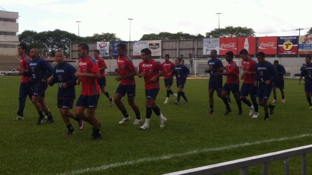 Paraná Clube treina na Vila Capanema (Foto: Fernando Castro/GLOBOESPORTE.COM)