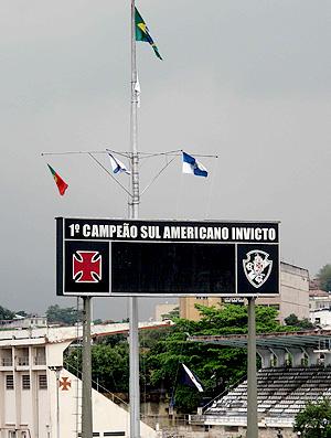 bandeira meio pau vasco são januário (Foto: Fábio leme / Globoesporte.com)