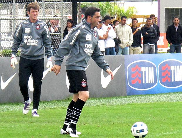 Chicão no treino do Corinthians (Foto: Carlos Augusto Ferrari / GLOBOESPORTE.COM)