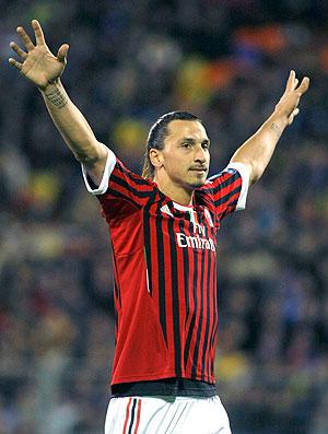 Ibrahimovic comemora gol do Milan contra o BATE (Foto: AP)