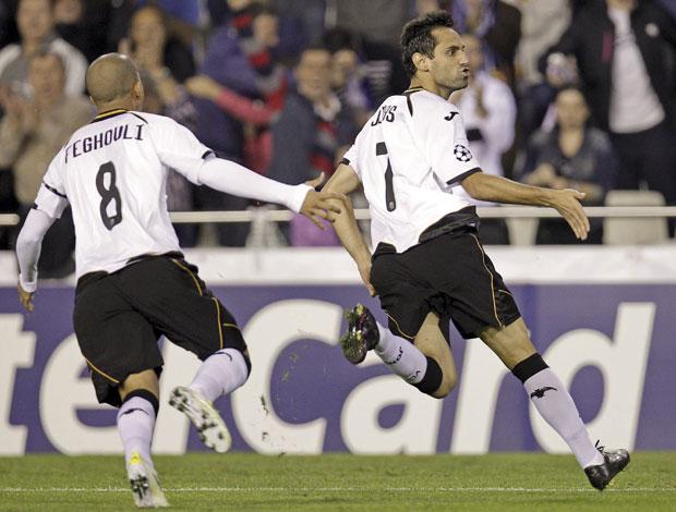 Jonas comemora gol do Valencia sobre o Bayer Leverkusen (Foto: EFE)