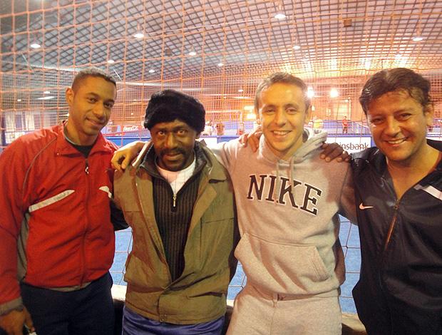 Rafinha com amigos brasileiros em Munique (Foto: Rafael Maranhão / Globoesporte.com)