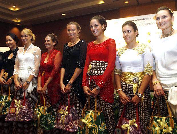 tenistas na apresentação do torneio de Bali (Foto: EFE)