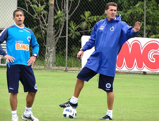 Vagner Mancini no treino do Cruzeiro (Foto: Lucas Catta Prêta / GLOBOESPORTE.COM)