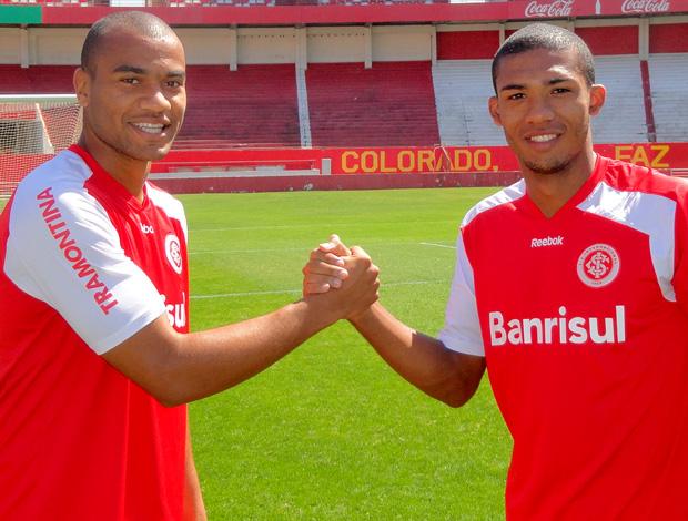 Rodrigo Moledo e Juan, zagueiros do Internacional (Foto: Alexandre Alliatti/Globoesporte.com)