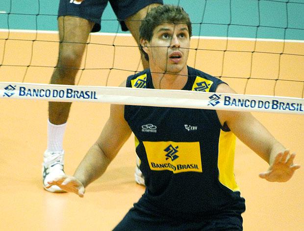 Bruninho no treino da Seleção de vôlei (Foto: Helena Rebello / Globoesporte.com)