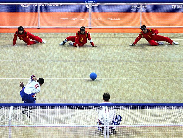 atletas na partida de goalball (Foto: Getty Images)