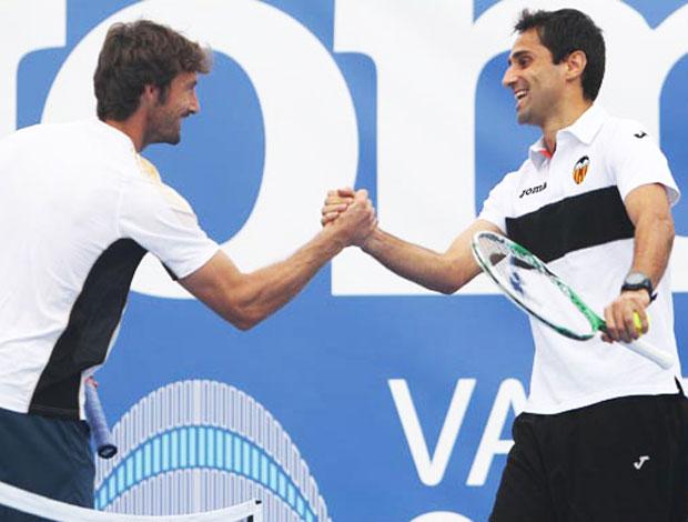 Jonas, do Valencia, com o tenista ferrero (Foto: Divulgação)