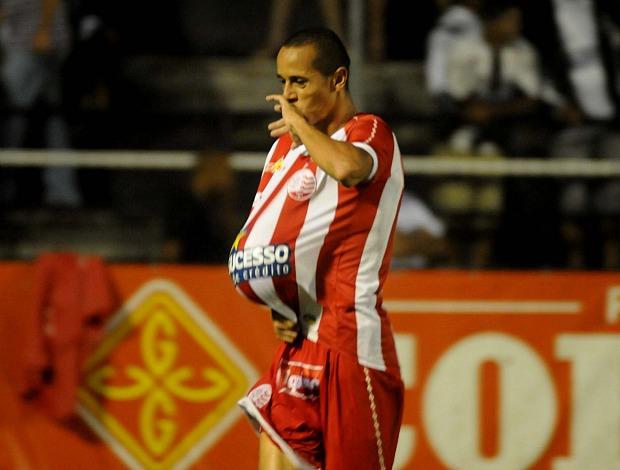 Derley, volante do Náutico (Foto: Aldo Carneiro)