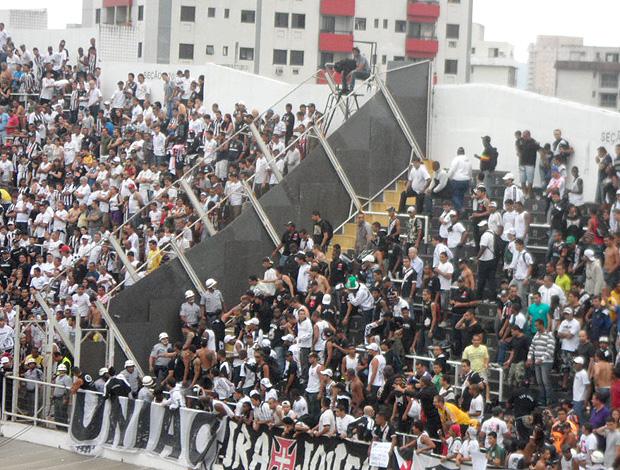 briga torcida Vasco (Foto: Mariana Kneipp / Globoesporte.com)