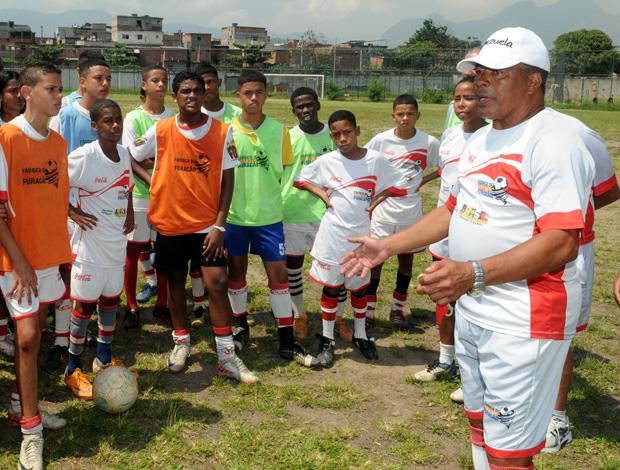 Jairzinho furacão treino manguinhos (Foto: André Durão / Globoesporte.com)