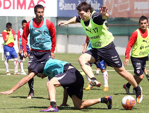 Pepe Rojas no treino do Chile (Foto: EFE)