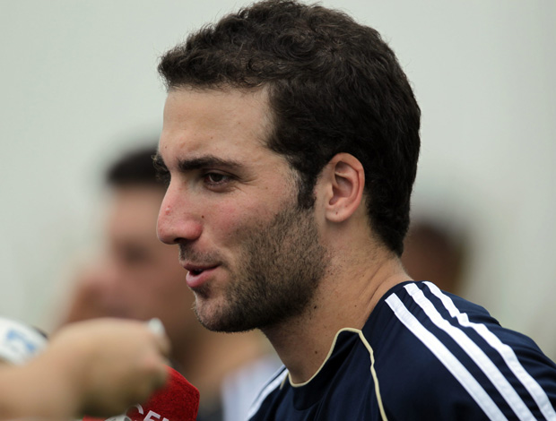 Higuain no treino da Argentina (Foto: EFE)