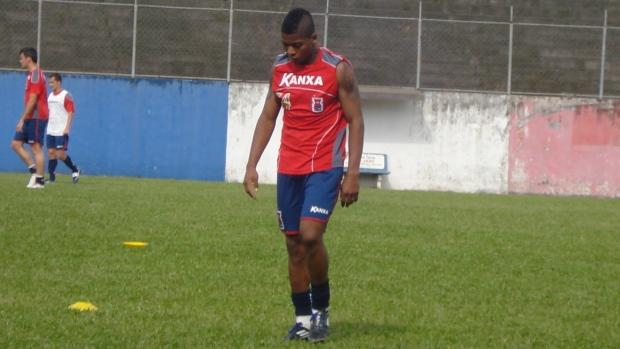 Marinho, atacante do Paraná Clube (Foto: Fernando Freire/GLOBOESPORTE.COM)